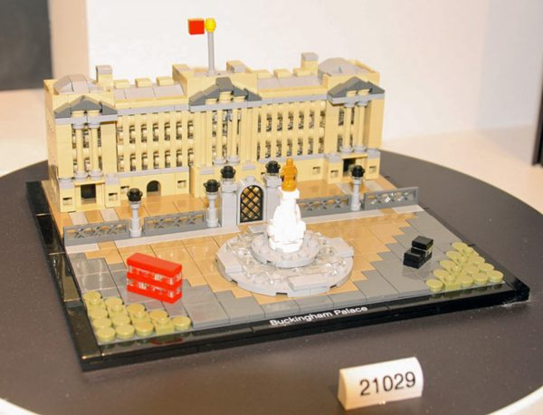 lego-architecture-capitol-21029_2-Edited